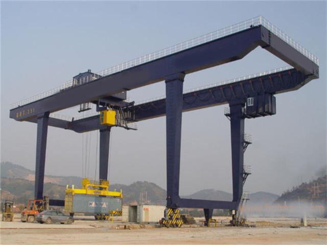 Sell gantry crane for the containers